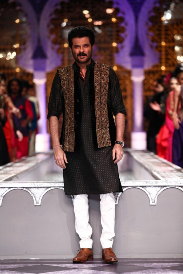 mens-ethnic-wear-designs-fashion-traditional-wear-nehru-jacket-embroidery-indian-wear