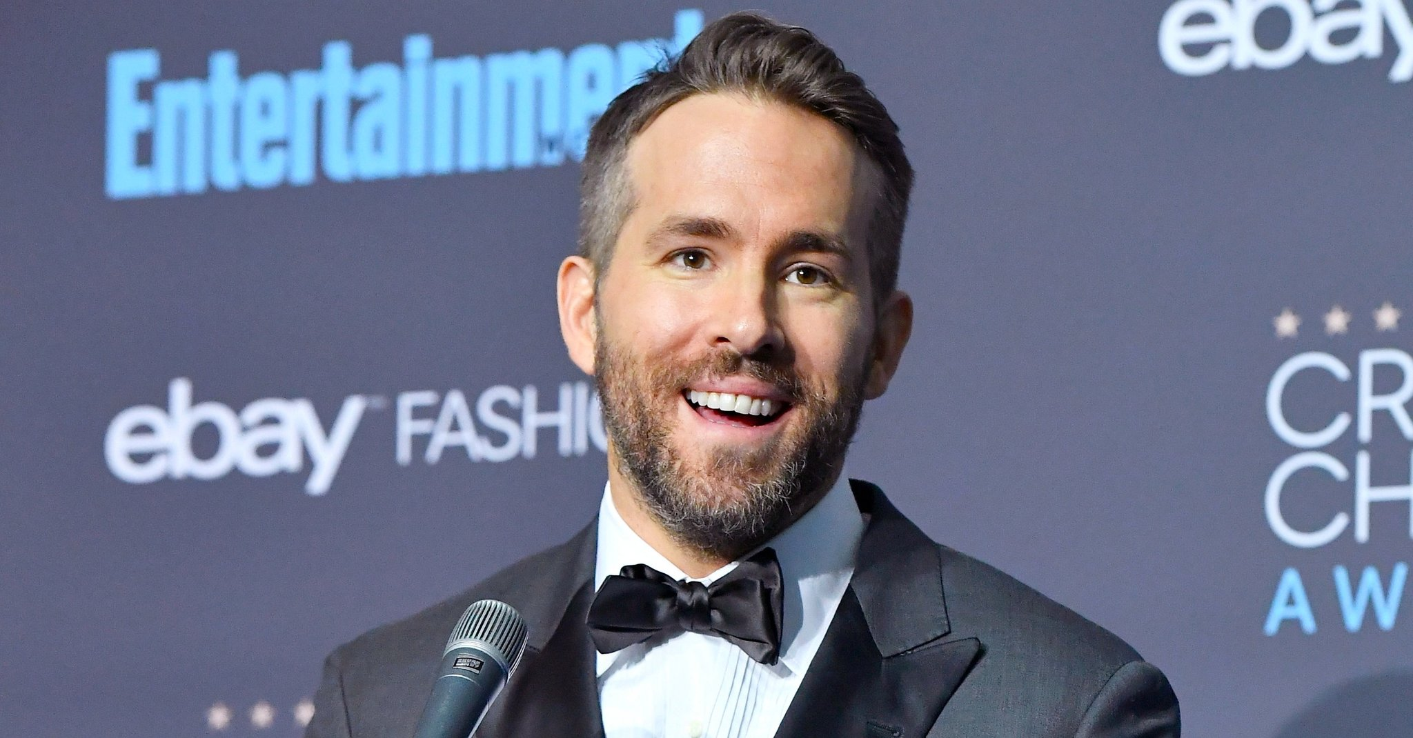 ryan reynolds-hollywood-hairstyles-2017-actor-celebrity-best-sexiest