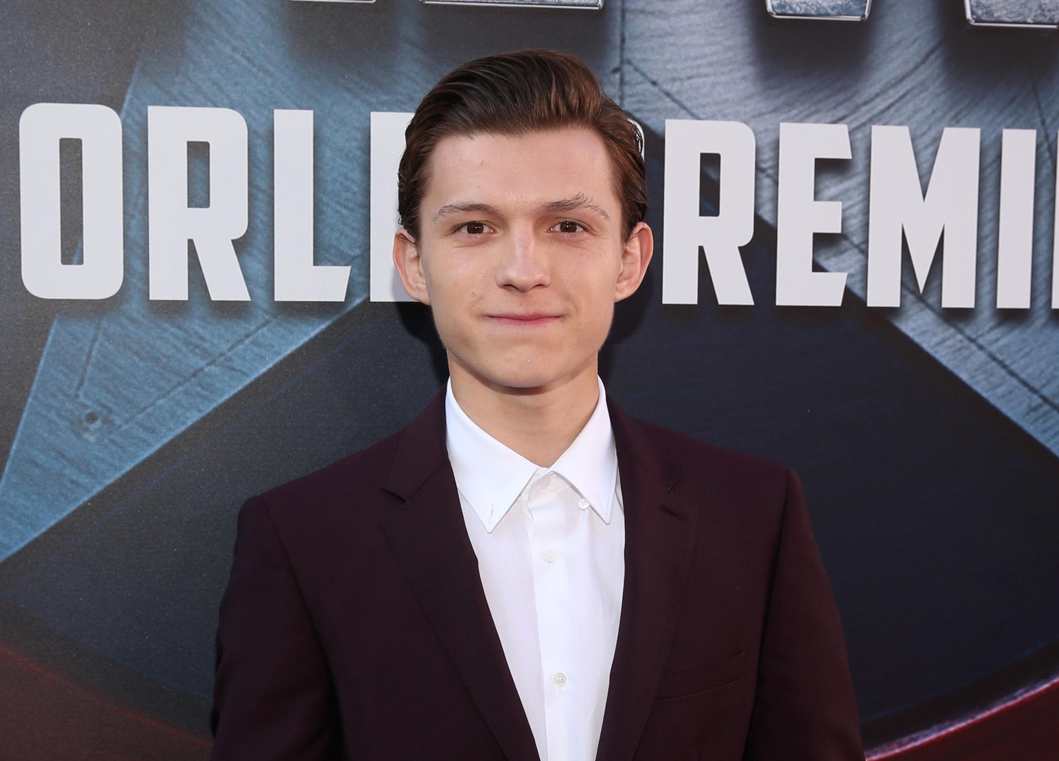 tom-holland-spider-man-latest-hollywood-hairstyles-2017-top-best-mens-guys
