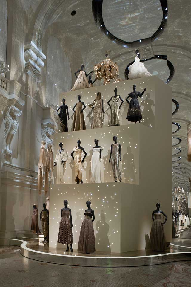 Christian Dior exhibition-designer-of-dreams (12)-top-dresses-gowns