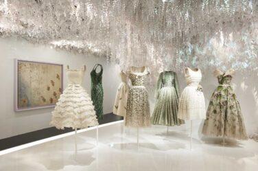 CHRISTIAN DIOR_ exhibition-designer-of-dreams (22)-iconic-dress-designers