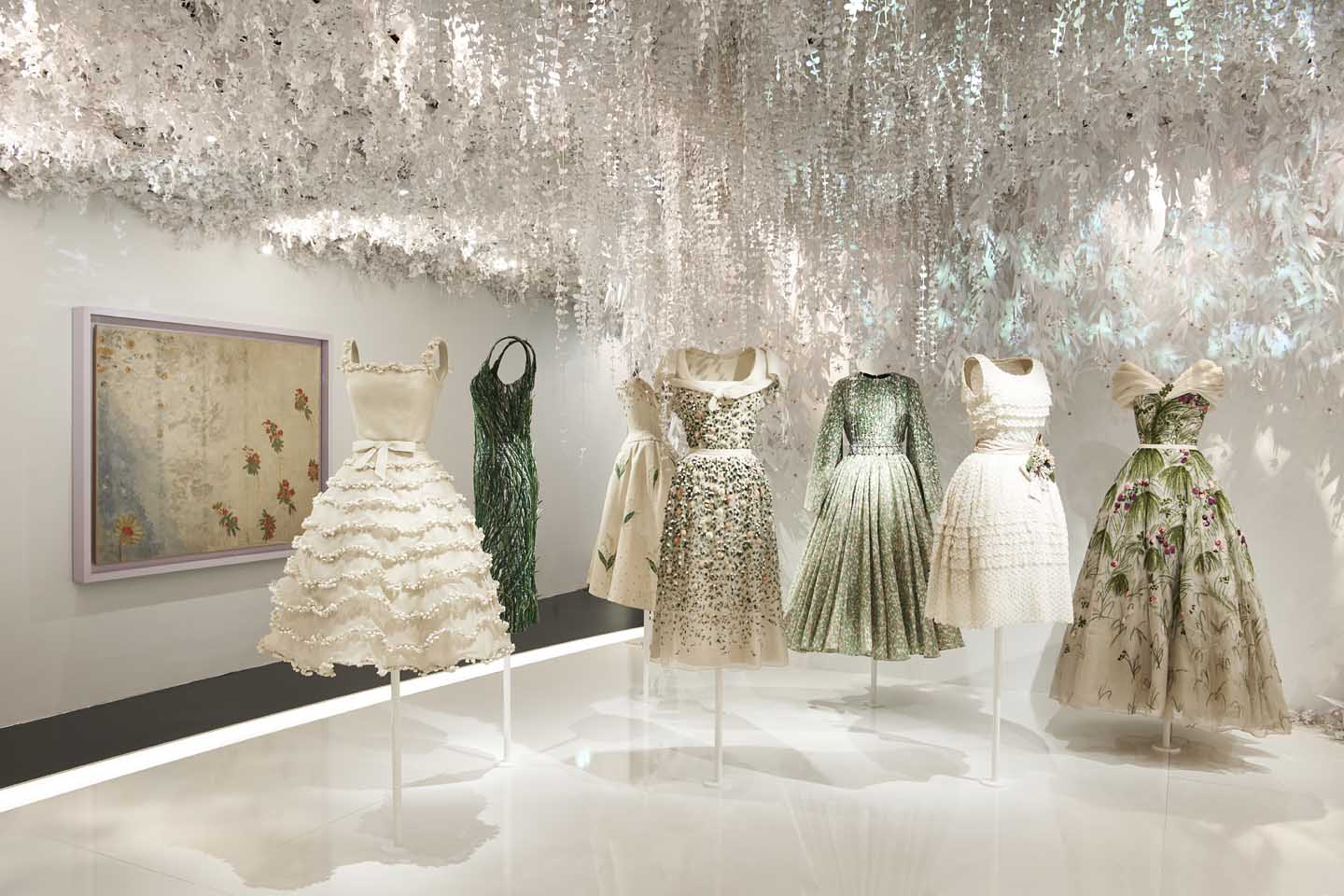 CHRISTIAN DIOR_ exhibition-designer-of-dreams (22)-iconic-dress-designers