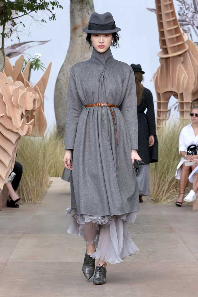 DIOR_Haute Couture-AW2017-fall-winter-2017-dresses (11)-grey-ruffled-dress-sheer-pointed-shoes-cap