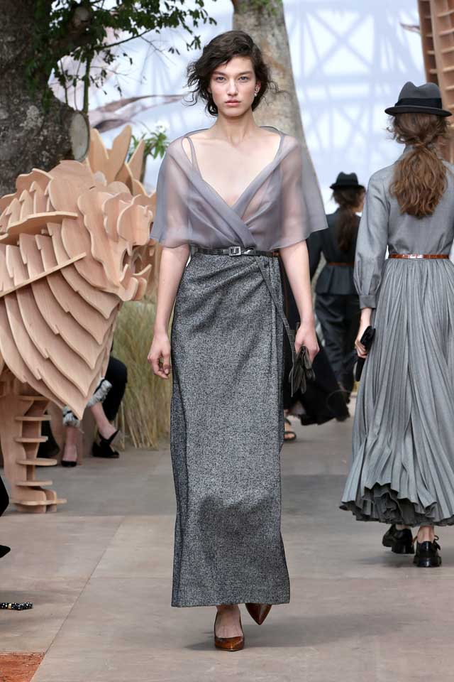 DIOR_Haute Couture-AW2017-fall-winter-2017-dresses (15)-grey-sheer-dress-pointed-heels-belt