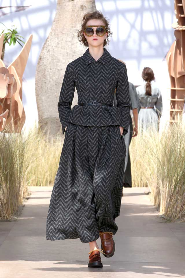 DIOR_Haute Couture-AW2017-fall-winter-2017-dresses (21)-loose-pants-collared-top-belts-shoes-sunglasses
