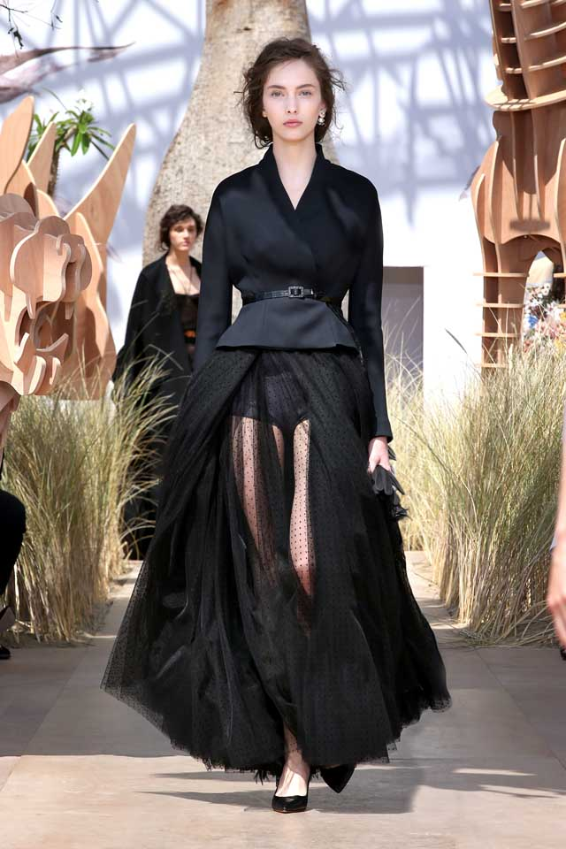 DIOR_Haute Couture-AW2017-fall-winter-2017-dresses (24)-sheer-skirt-black-top-pointed-heels