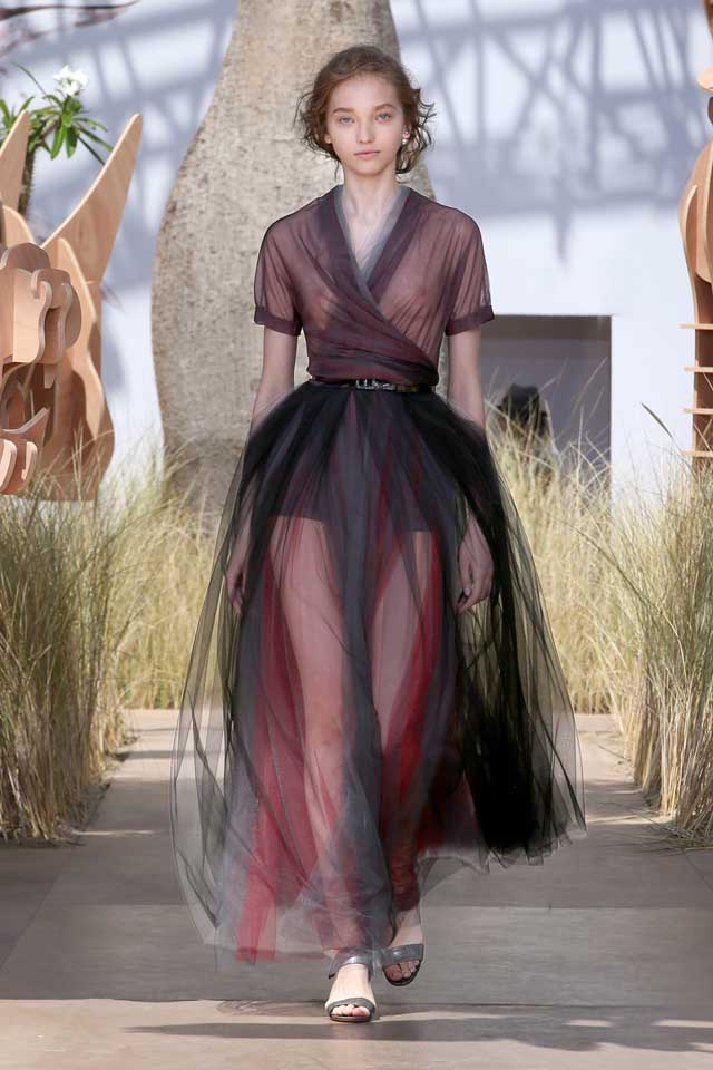 DIOR_Haute Couture-AW2017-fall-winter-2017-dresses (26)-sheer-dress-belt-sandals