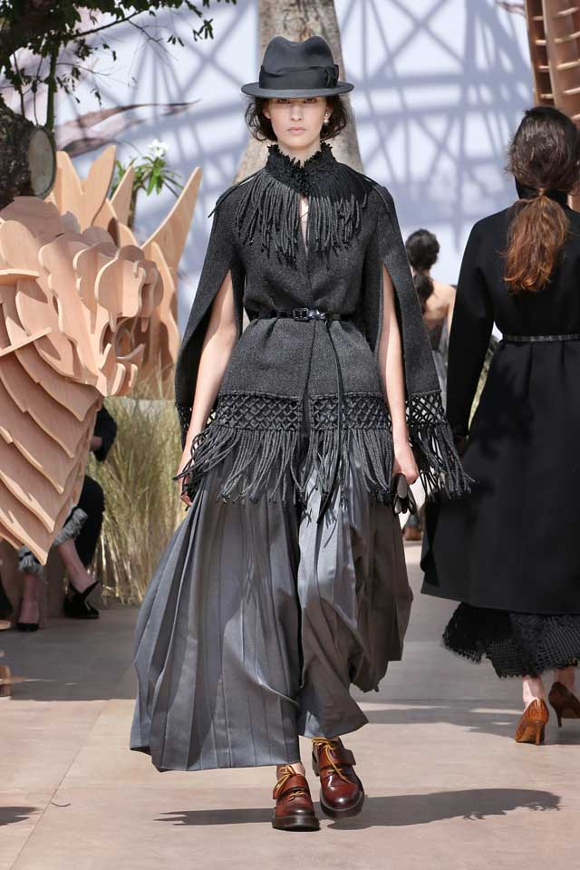 DIOR_Haute Couture-AW2017-fall-winter-2017-dresses (30)-knitted-sleeve-top-fringes-loose-pants-shoes