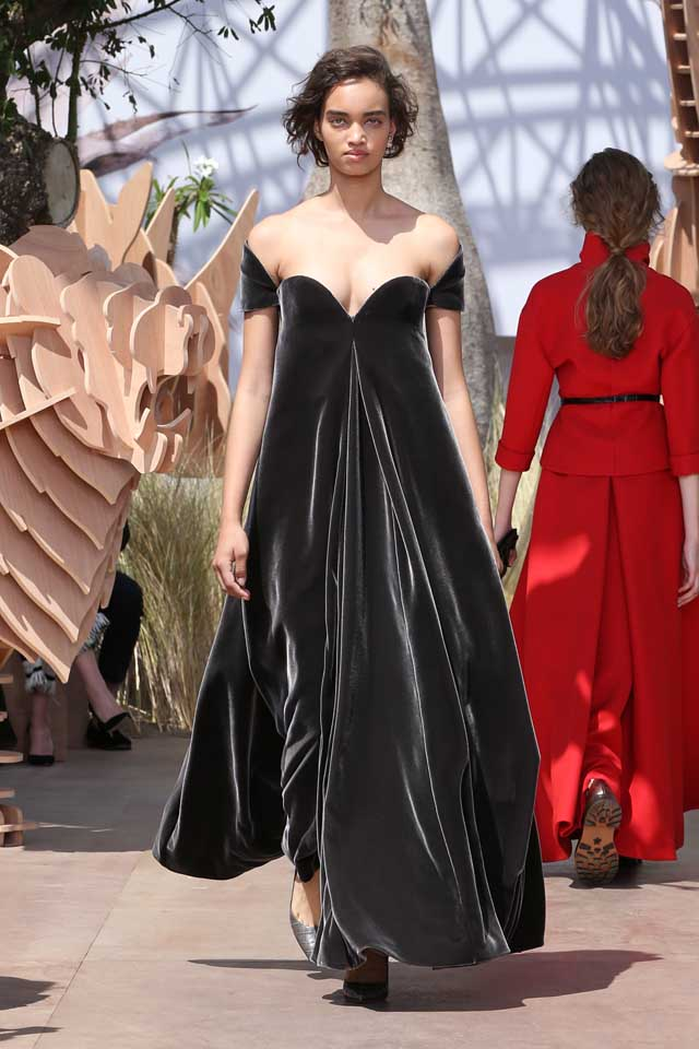 DIOR_Haute Couture-AW2017-fall-winter-2017-dresses (34)-off-shoulder-velvet-gown-pointed-heels