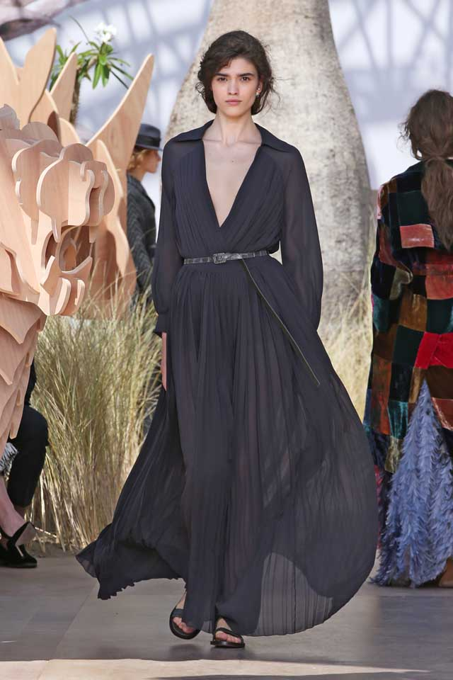 DIOR_Haute Couture-AW2017-fall-winter-2017-dresses (36)-ruffled-plunging-v-neck-dress-belt