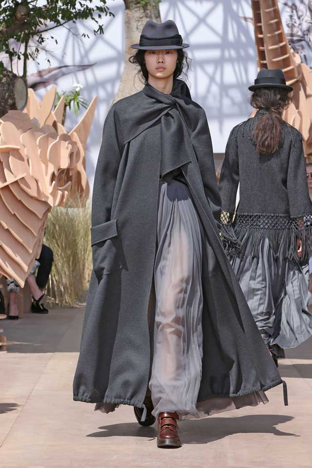 DIOR_Haute Couture-AW2017-fall-winter-2017-dresses (37)-tie-up-coat-full-sleeves-sheer-skirt-shoes