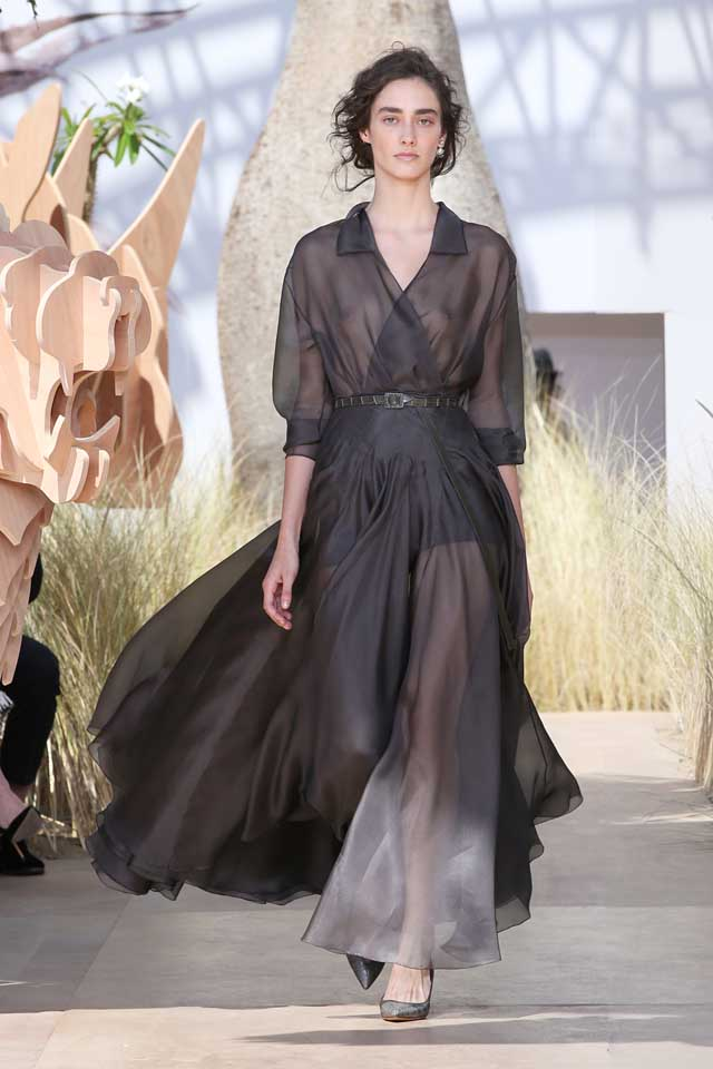 DIOR_Haute Couture-AW2017-fall-winter-2017-dresses (39)-sheer-collared-gown-heels-belt