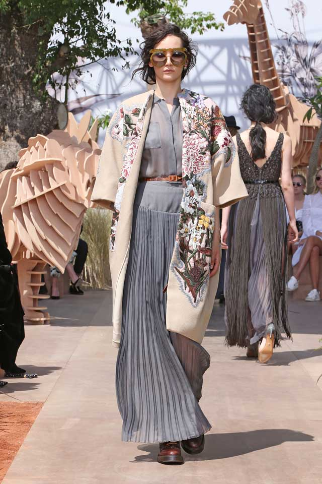 DIOR_Haute Couture-AW2017-fall-winter-2017-dresses (40)-grey-sheer-ruffled-gown-belt-floral-coat-sunglasses
