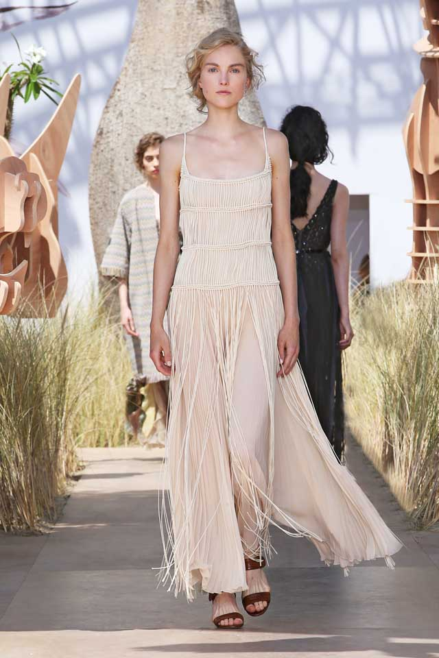 DIOR_Haute Couture-AW2017-fall-winter-2017-dresses (41)-slip-dress-cream-fringes-sandals