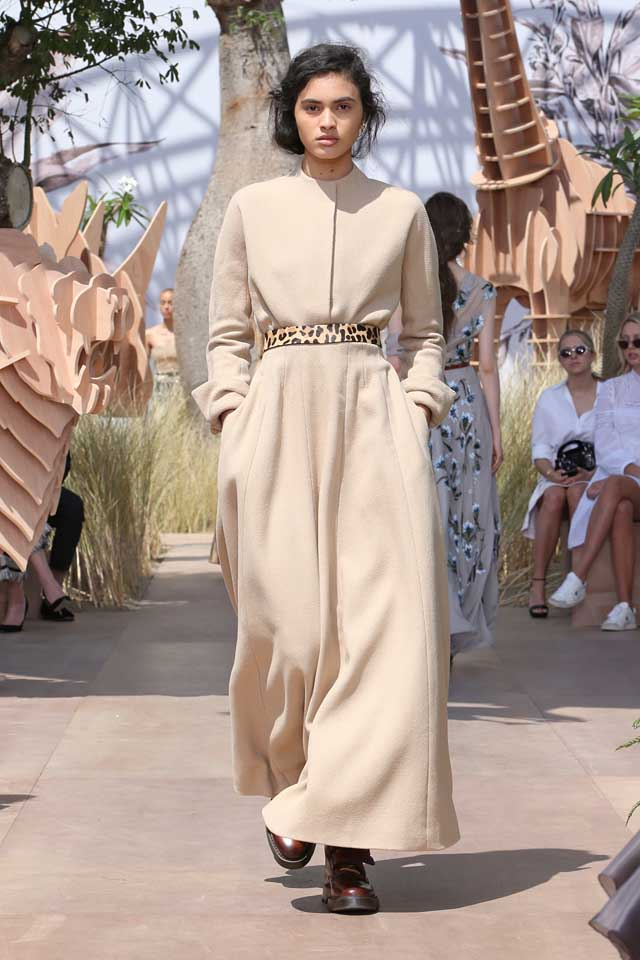 DIOR_Haute Couture-AW2017-fall-winter-2017-dresses (45)-cream-dress-full-sleeve-printed-belt