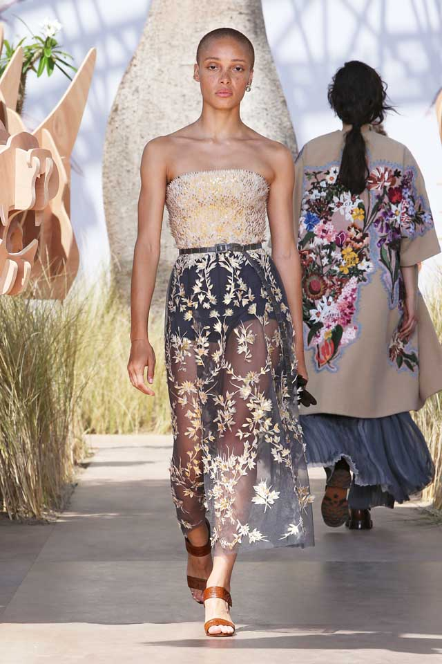 DIOR_Haute Couture-AW2017-fall-winter-2017-dresses (47)-strapless-floral-sheer-dress-sandals-belt
