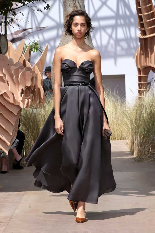 DIOR_Haute Couture-AW2017-fall-winter-2017-dresses (5)-dark-grey-strapless-gown-belt-heels