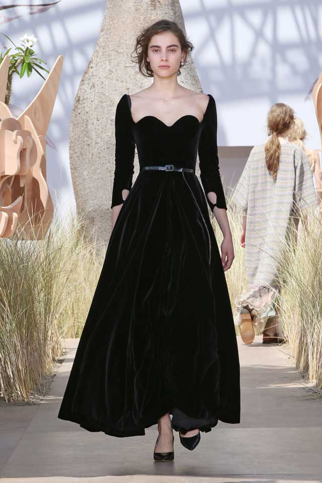 DIOR_Haute Couture-AW2017-fall-winter-2017-dresses (50)-black-velvet-gown-heels