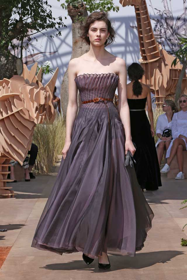 DIOR_Haute Couture-AW2017-fall-winter-2017-dresses (60)-strapless-ruffled-dark-grey-gown-heels