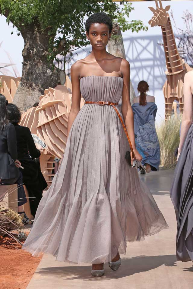 DIOR_Haute Couture-AW2017-fall-winter-2017-dresses (62)-grey-ruffled-strapless-dress-belt-pointed-heels