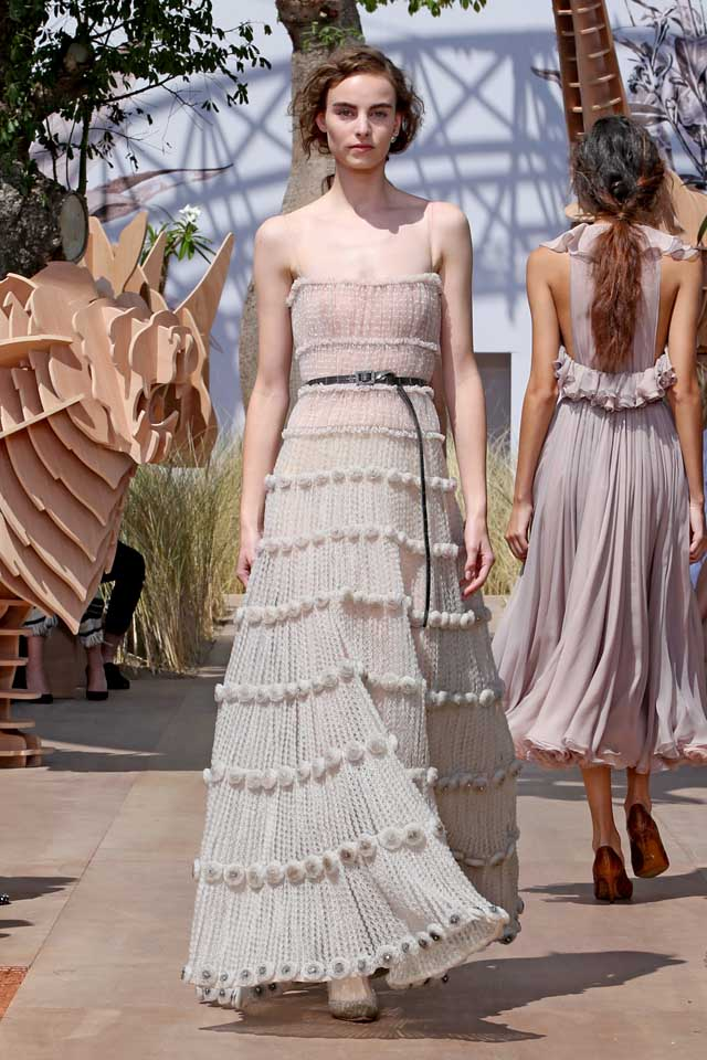 DIOR_Haute Couture-AW2017-fall-winter-2017-dresses (66)-strapless-knitted-layered-dress-heels