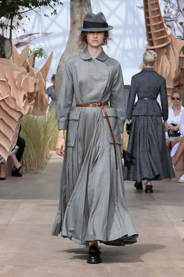 DIOR_Haute Couture-AW2017-fall-winter-2017-dresses (8)-grey-collared-gown-ruffled-shoes-black-cap