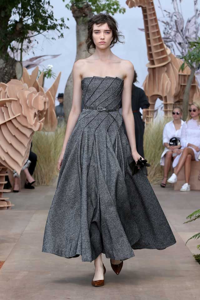 DIOR_Haute Couture-AW2017-fall-winter-2017-dresses (9)-strapless-ruffled-grey-gown-heels