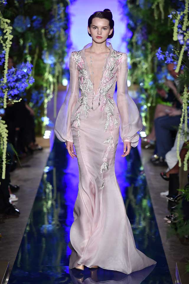 Guo Pei FW17-18 Couture-fall-winter-2017 (11)-plunging-v-embroidered-dress