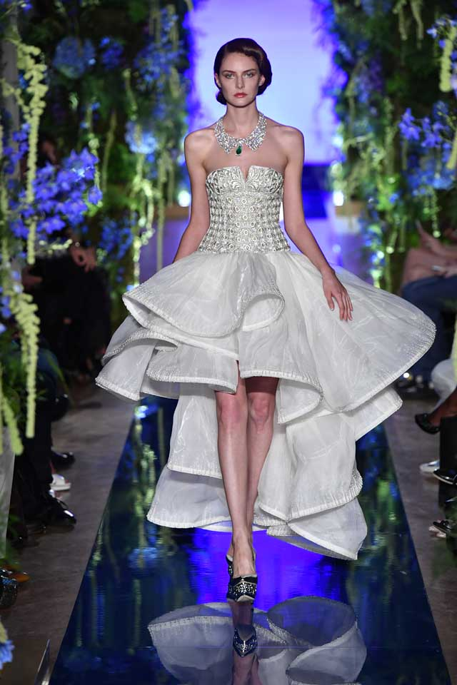 Guo Pei FW17-18 Couture-fall-winter-2017 (12)-ruffled-asymmetric-strapless-gown