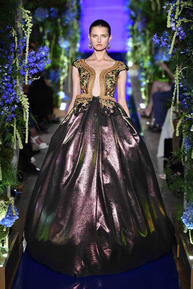 Guo Pei FW17-18 Couture-fall-winter-2017 (32)-metallic-bouffant-gown