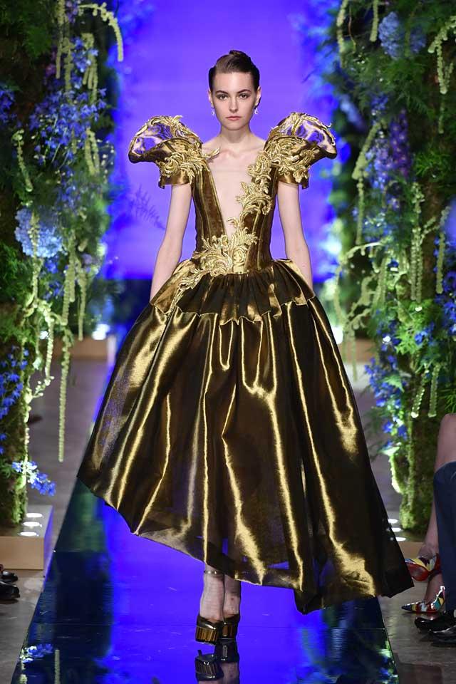 Guo Pei FW17-18 Couture-fall-winter-2017 (33)-statement-sleeves-asymmetric-metallic-gown