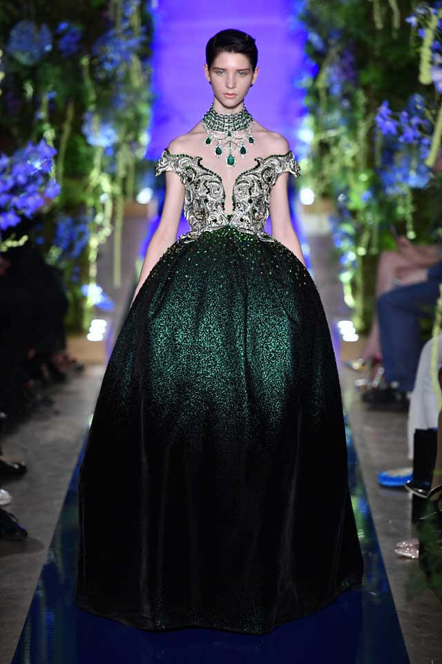 Guo Pei FW17-18 Couture-fall-winter-2017 (39)-dark-green-motifs-shimmery-gown