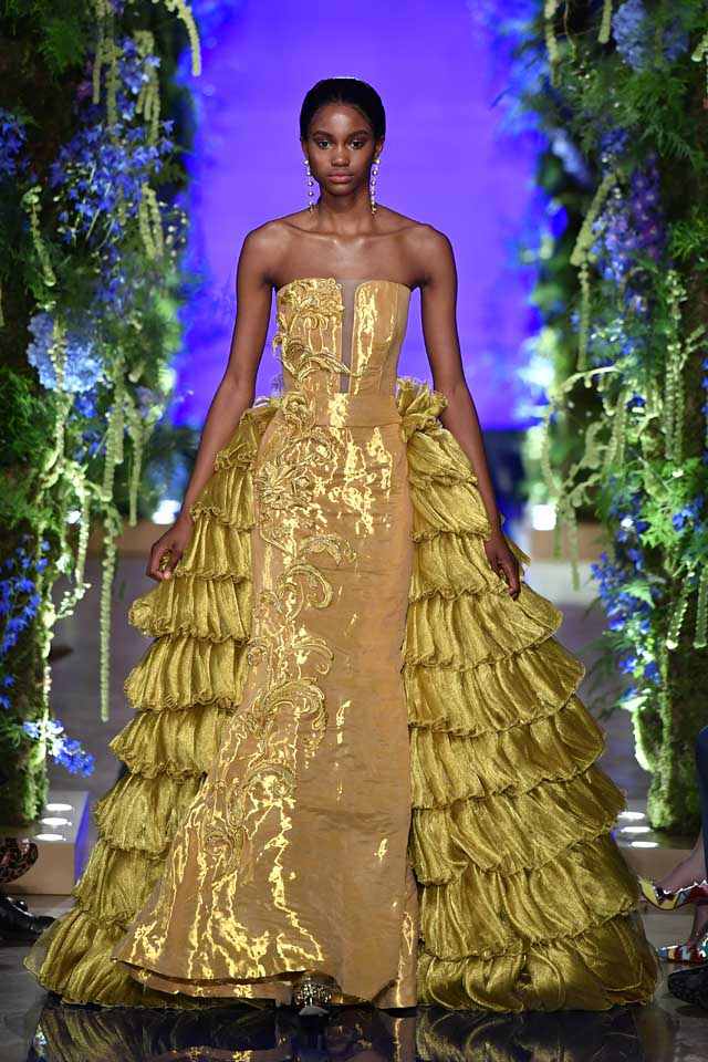 Guo Pei FW17-18 Couture-fall-winter-2017 (41)-strapless-gold-layered-gown