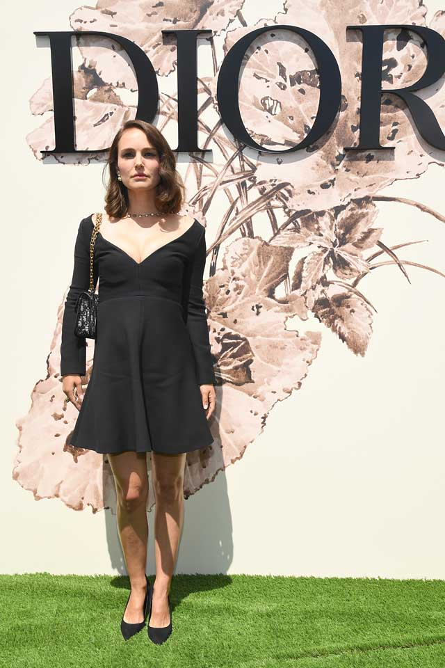 Natalie-Portman-dior-haute-couture-guests-fall-winter-2017-18-black-dress.jpg