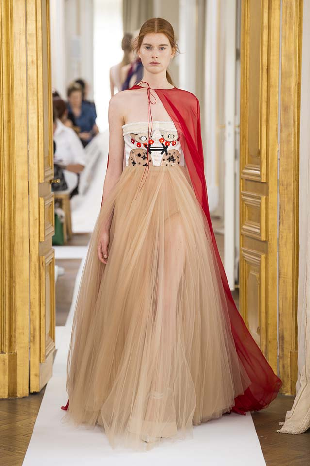 Schiaparelli-fall-winter-2017-fw17-couture (30)-cape-poofy-gown