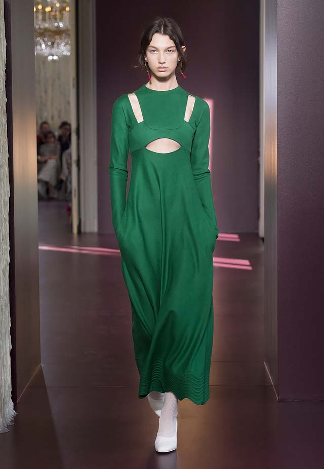 Valentino-fall-winter-2017-haute-couture-collection-dress-1-bottle-green-gown