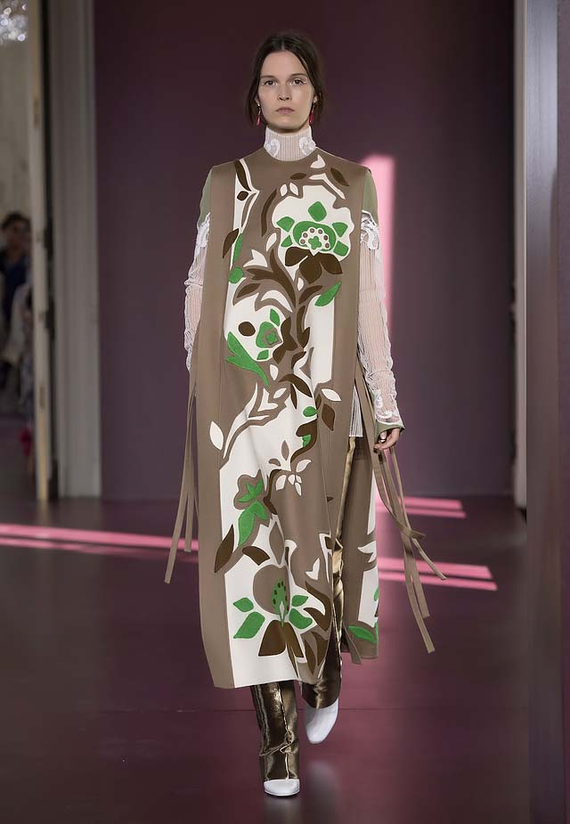 Valentino-fall-winter-2017-haute-couture-collection-dress-43-bold-art-work