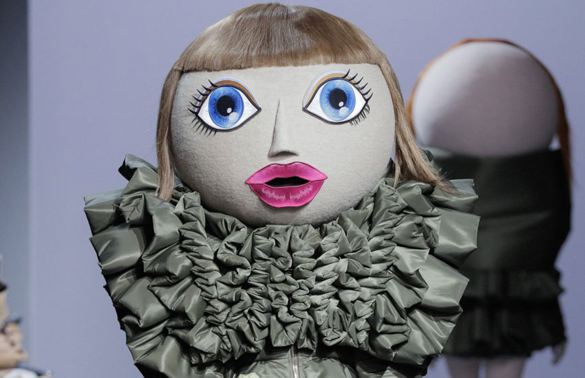 Viktor & Rolf Couture Fall 2017 Viktor-&-Rolf-Haute-Couture-2017-collection-fall-winter-action-dolls-fe17-fw17-couture