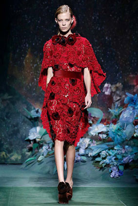 fendi-fall-winter-fw17-couture-collection-1-red-lace-dress