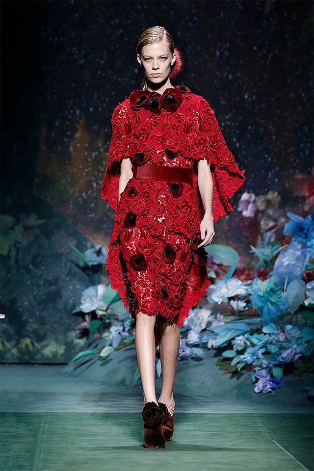 fendi-fall-winter-fw17-couture-collection (1)-red-lace-dress