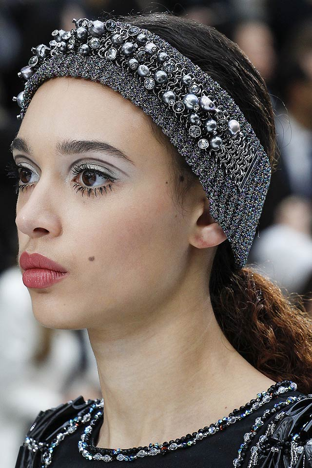 10 Latest Hair Accessory Trends For Fall Winter 2017