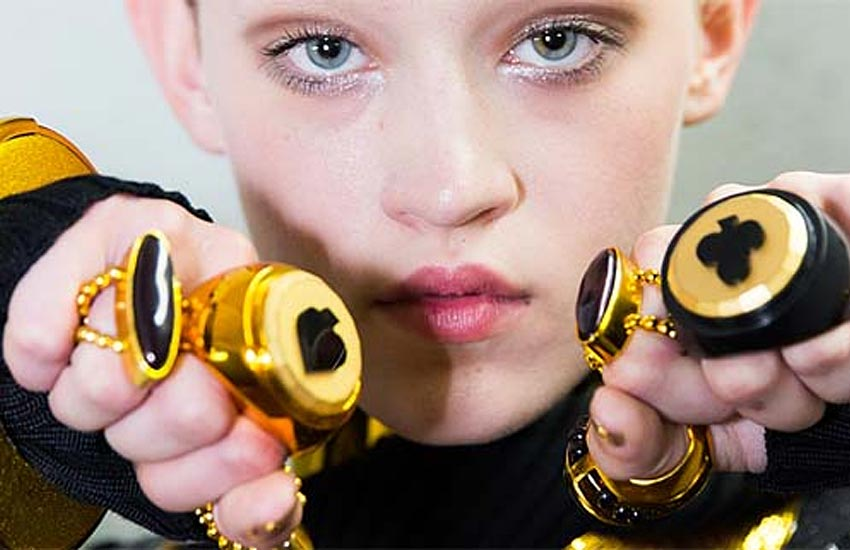 Jean Paul Gaultier Backstage-jean-paul-gaultier-rings-backstage-2017