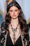jewelry-trends-analysis-fall-winter-couture-2017-latest-long-necklace-matching-earrings-elie-saab