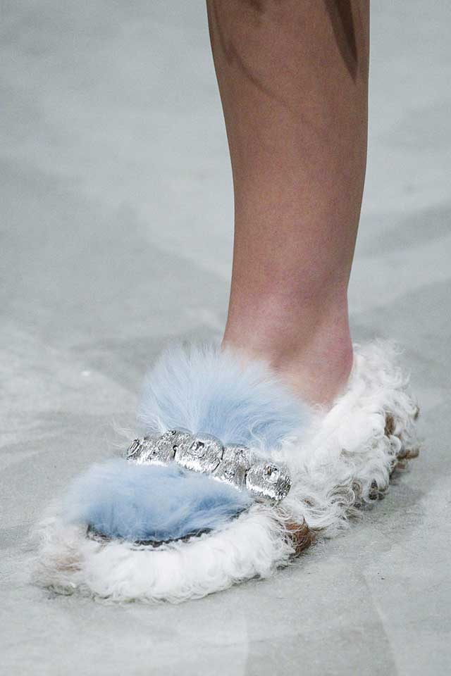prada-fall-winter-2017-fw17-fur-slippers-ladies-trendy-shoes