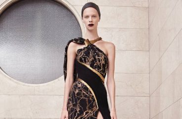versace-fall-winter-2017-couture-black-gown