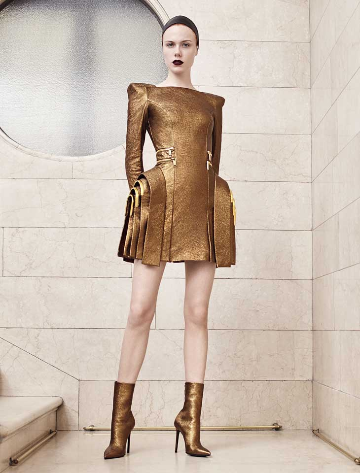 versace-haute-couture-fashion-show-fall-winter-2017 (11)-metallic-statement-dress
