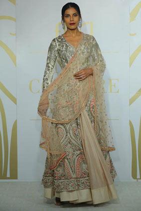 1-india-couture-week-ICW17-indian-designer-varun-bahl-embroidery-anarkali-dupatta