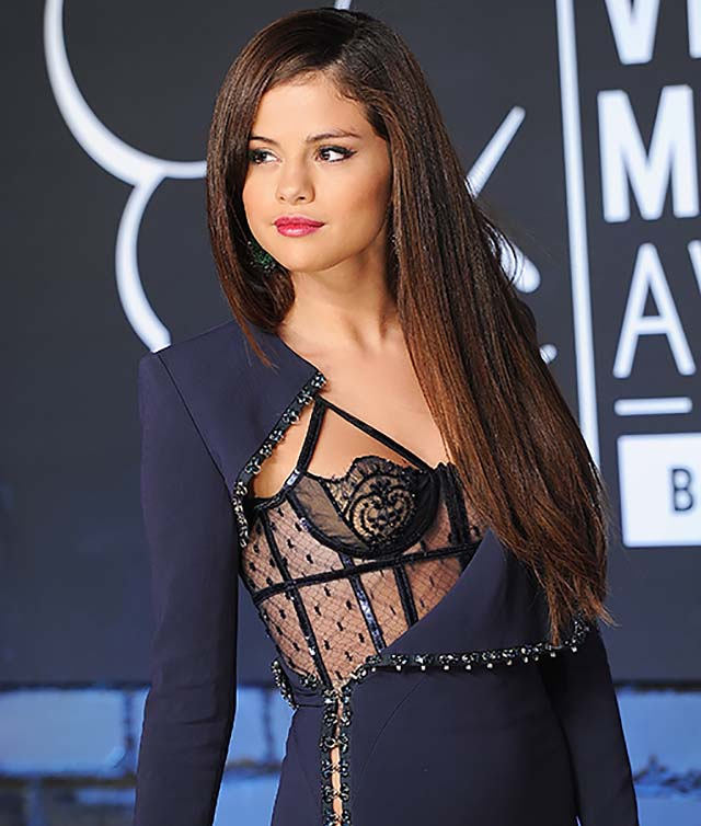 2013-selena-gomez-sheer-navuy-blue-dress-long-wavy-hair-vma-oufits.jpg