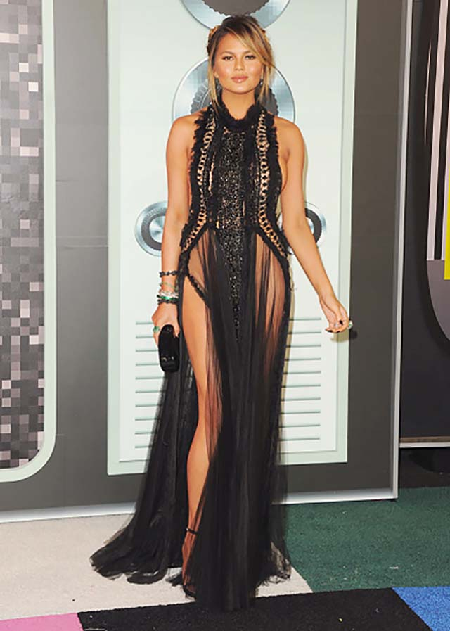 2015-chrissy-teigen-black-sheer-dress-box-clutch-sleevless-vma-outfits-celebrity
