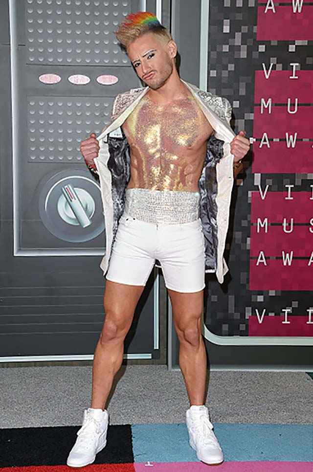 2015-frankie-grande-red-carpet-look-all-vmas-menwear-shorts.jpg